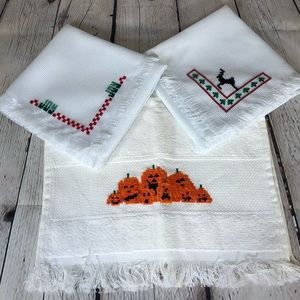 Set of 2 Bread clothes and 1 Hand Towel